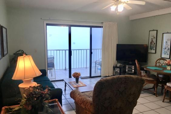 Ocean Front Living Room W 50? TV and free WIF