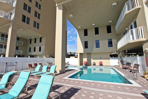 Grand View at Long Beach Pool