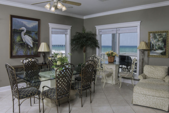 With ample seating for your whole family, you can all enjoy a meal together!
