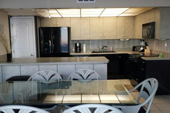 T21006 - Kitchen Area with Breakfast Bar