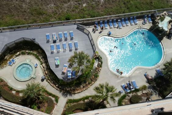 T21006 - Hot Tub & Pool