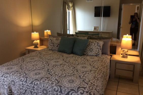T21006 - King Bedroom
