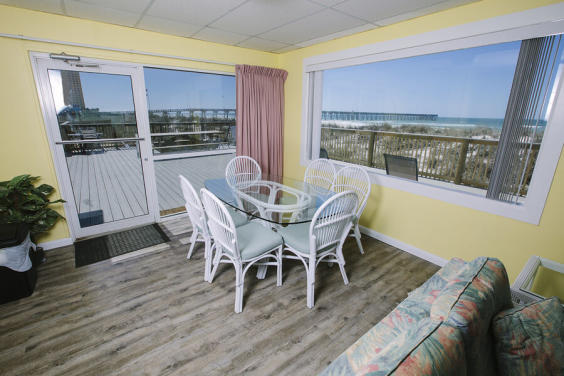 Dining area allows you to keep your eye on the waves at all times!