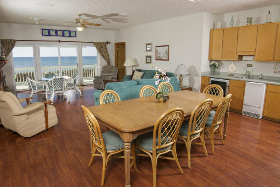 Plenty of seating for your family to enjoy the view with a family meal!