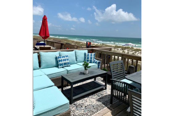 This precious deck has ample seating for your whole family!