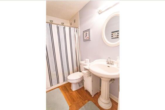 Fourth bathroom is brightly decorated!