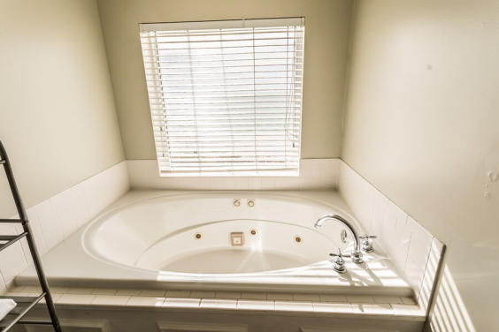 Fabulous jacuzzi tub in Master bathroom!
