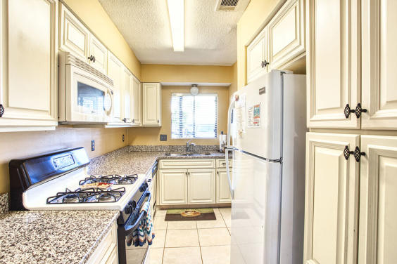 Fully equipped kitchen makes it easy to whip up a meal!