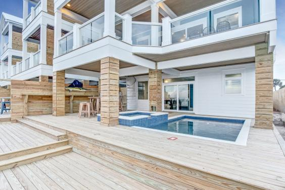Private Beachfront Pool Deck