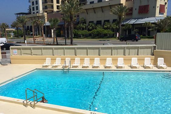 Reef Hotel Pool