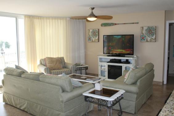 Living Room & Big Screen TV