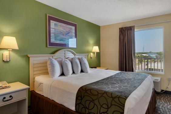 Beachcomber King Suite Bedroom
