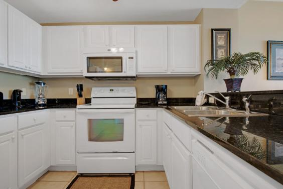 Granite Kitchen fully equipped