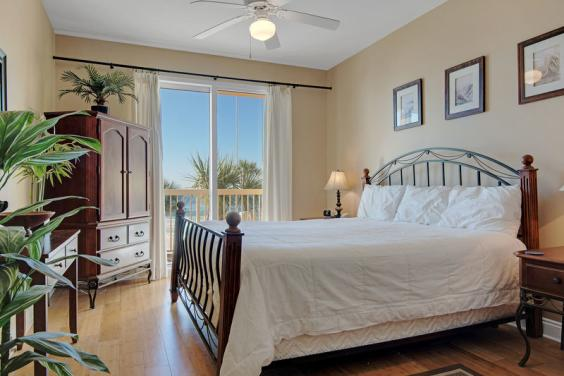 Gorgeious Master Suite with views