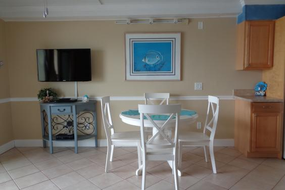 newer flat screen tv...dining with an oceanfront view