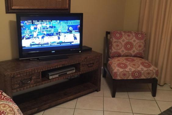 4 FLAT SCREEN TV'S IN BEACH HOUSE ON THE MOON