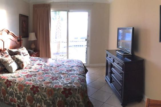 KING MASTER SUITE WITH OCEAN VIEW!