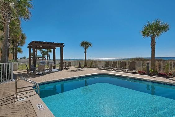 Outdoor Pool and Grills