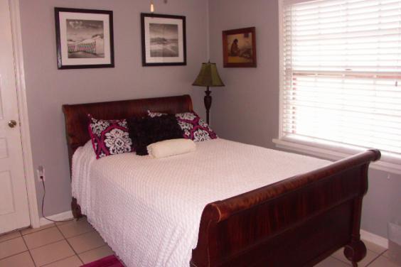 Gloria's Sleigh Bedroom With Luxury Linens