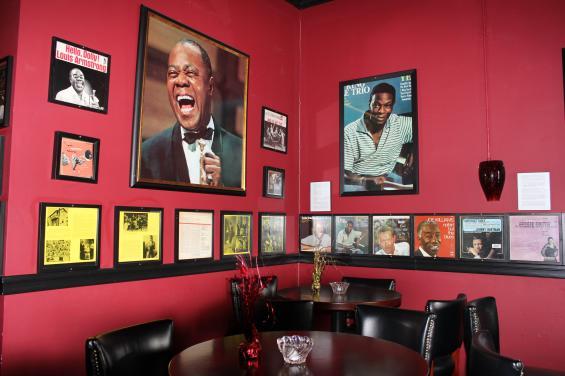 Bar Area - Seating Savanna Jazz