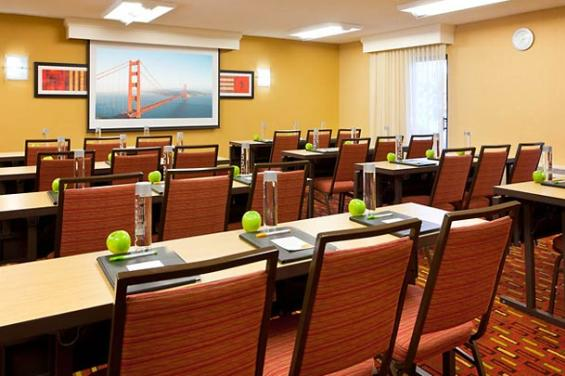 Courtyard by Marriott San Francisco Airport (2)