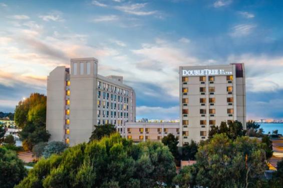 Front of hotel Doubletree SFO