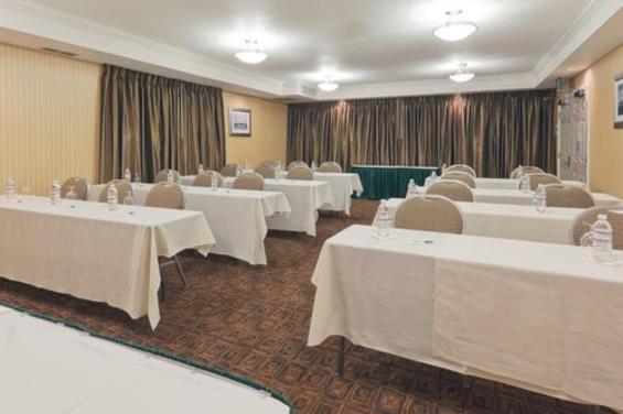 Holiday Inn & Suites San Mateo San Francisco SFO (8) - Conference Room