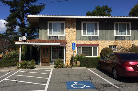 Oak_Motel_.jpg