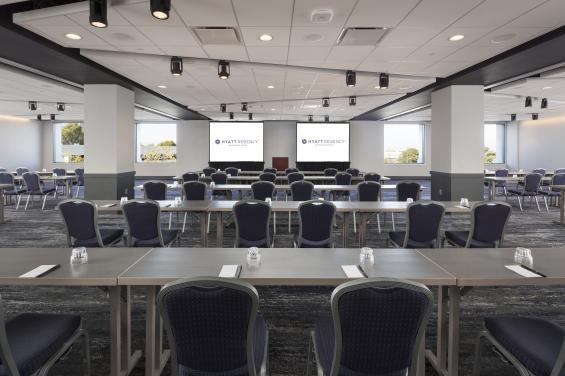 SFOBU_P046_Cypress_Meeting_Room_Full - By Hyatt Regency San Francisco Airport