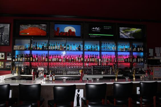Savanna Jazz - Bar Seating - Light decor at bar seating