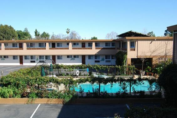 Stanford_Motor_Inn.jpg
