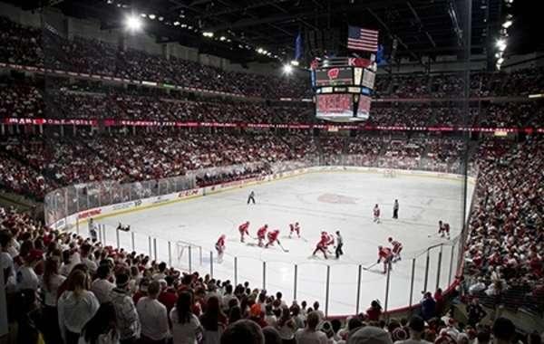 UW Men's Hockey vs Michigan