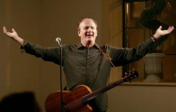 Live Music in the Backyard: Pat McCurdy