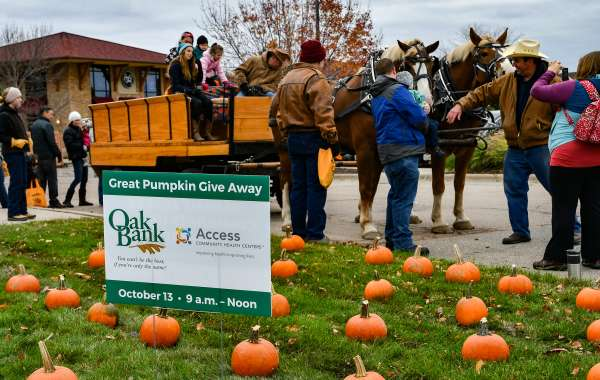 Oak Bank 19th Annual Great Pumpkin Give Away