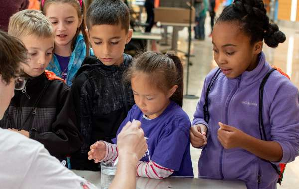Saturday Science at Discovery: UW Science Expeditions
