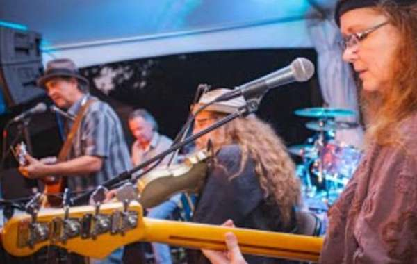 Live Music in the Backyard | The Moon Gypsies