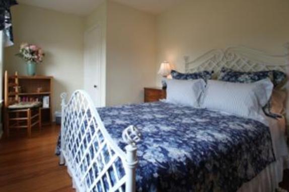 148336_4549_linden hall bed.jpg