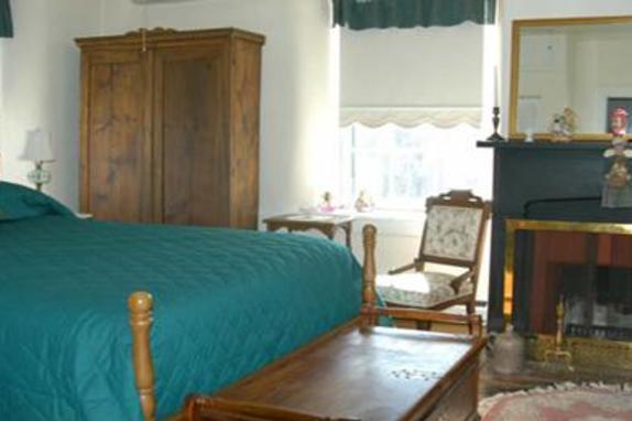 2237_4657_georges mill bedroom.jpg