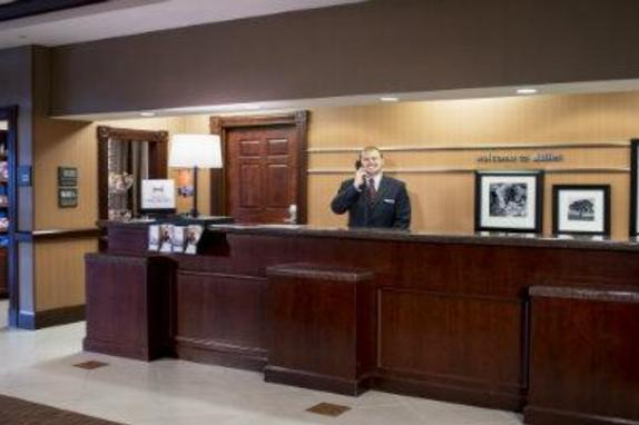 68022_4115_HIS_Dulles_Front_Desk_Frasier_9_14loudoun.jpg