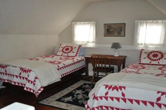 90_4682_little river twin room.jpg