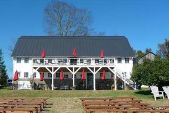 920158_7375_virginia-barns-hamilton-station-vineyards-benches2.jpg