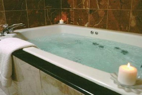 9471_4543_Comfort Suites Tub.jpg