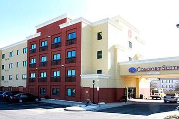 9471_4577_comfort suites exterior.jpg