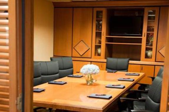 9471_4579_comfort suites meeting room.jpg