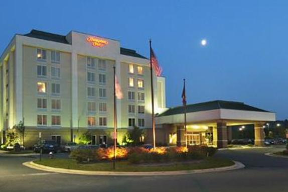 9526_4855_Hampton Inn Dulles Cascades night exterior.jpg