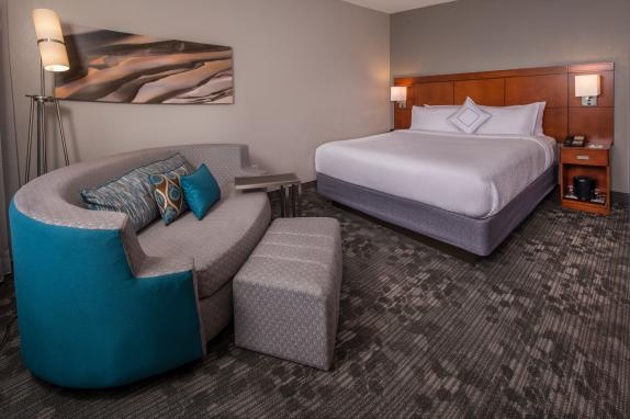 Courtyard By Marriott Dulles Town Center King Room