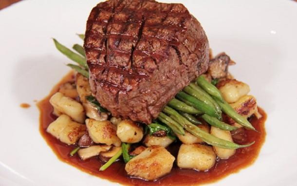 steak dish at abruzzi