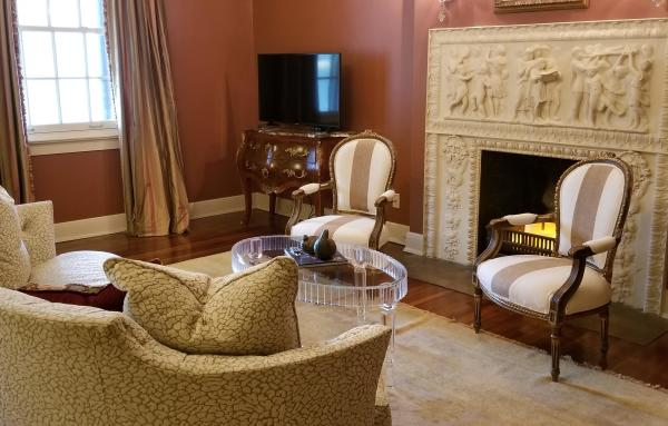 The Della Belle Krause Suite Sitting Area