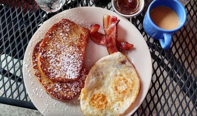 Luna Brunch French Toast and Eggs