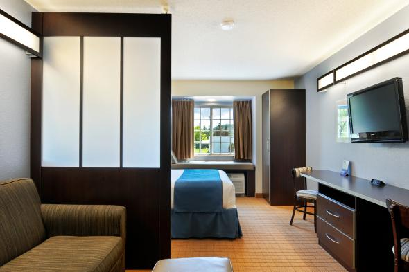 1 Queen Suite
